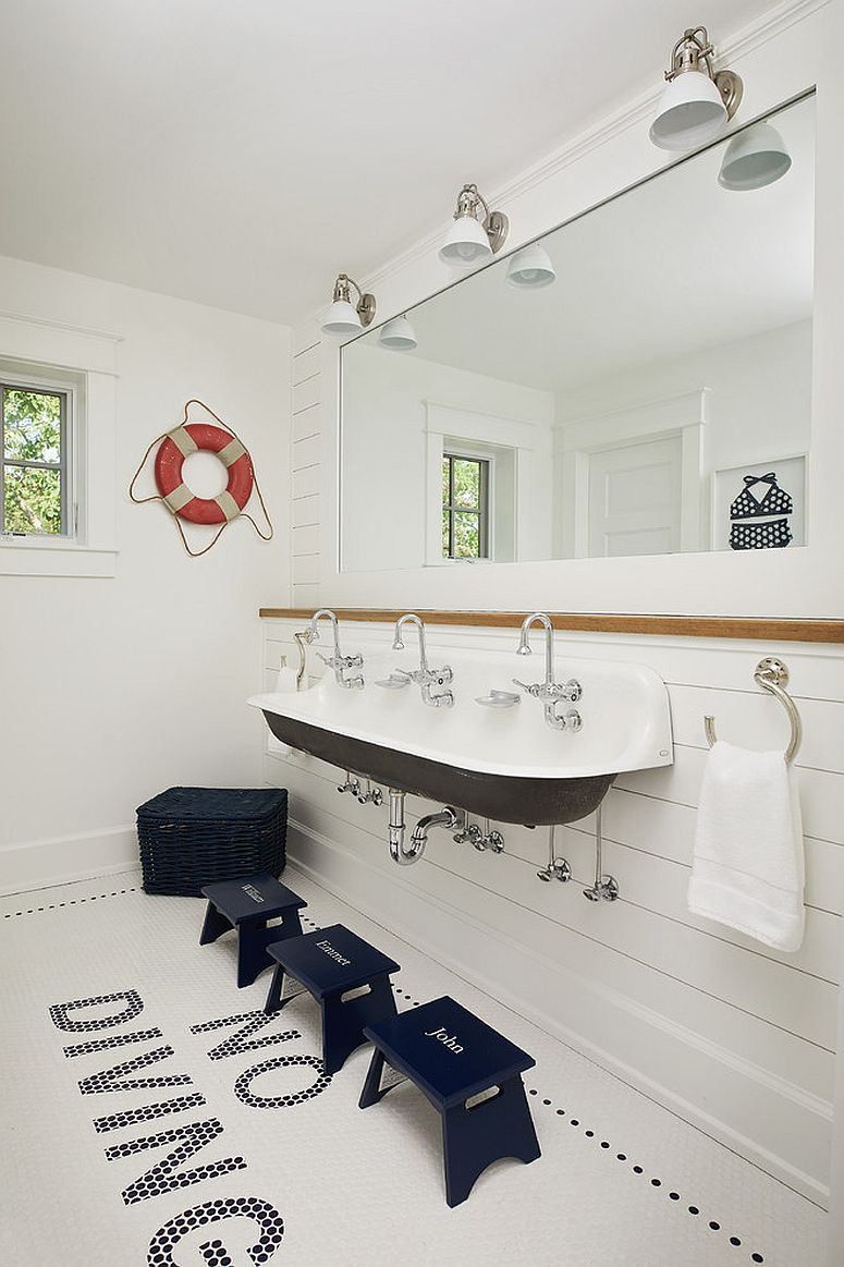 Let-decor-and-fixtures-bring-navy-blue-to-the-contemporary-bathroom-this-fall