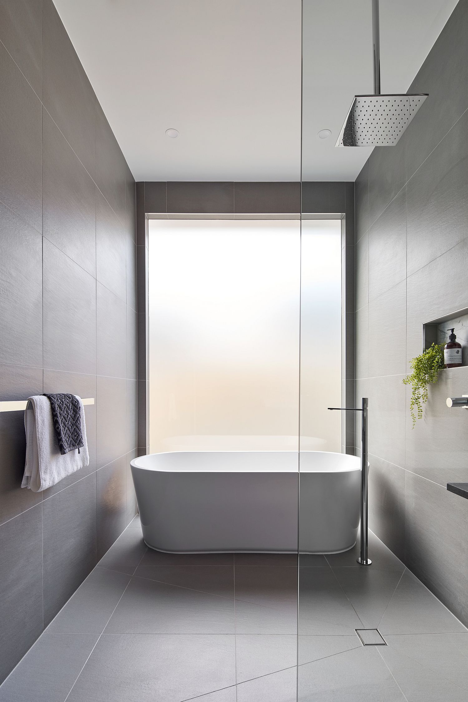 Minimal bathroom feels bright and inviting