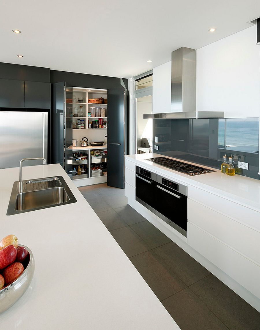 Polished folding doors for the contemporary kitchen
