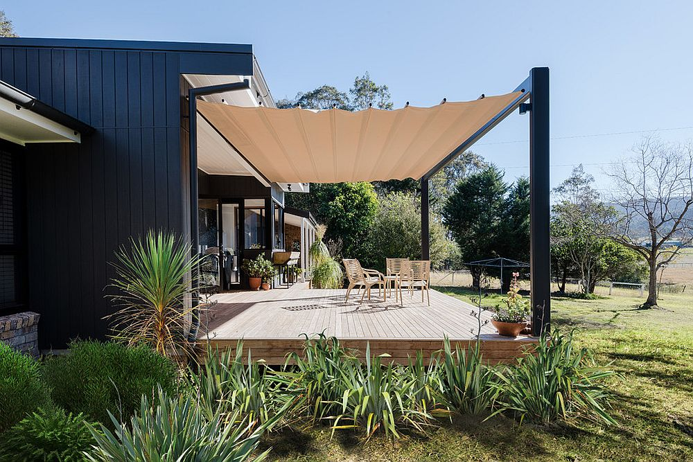 Removable-cover-for-the-deck-makes-life-a-whole-lot-easier
