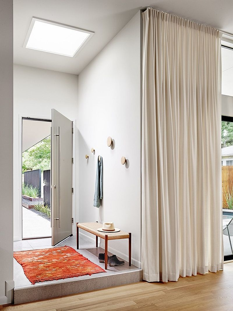 SImple-skylight-for-the-contemporary-entry