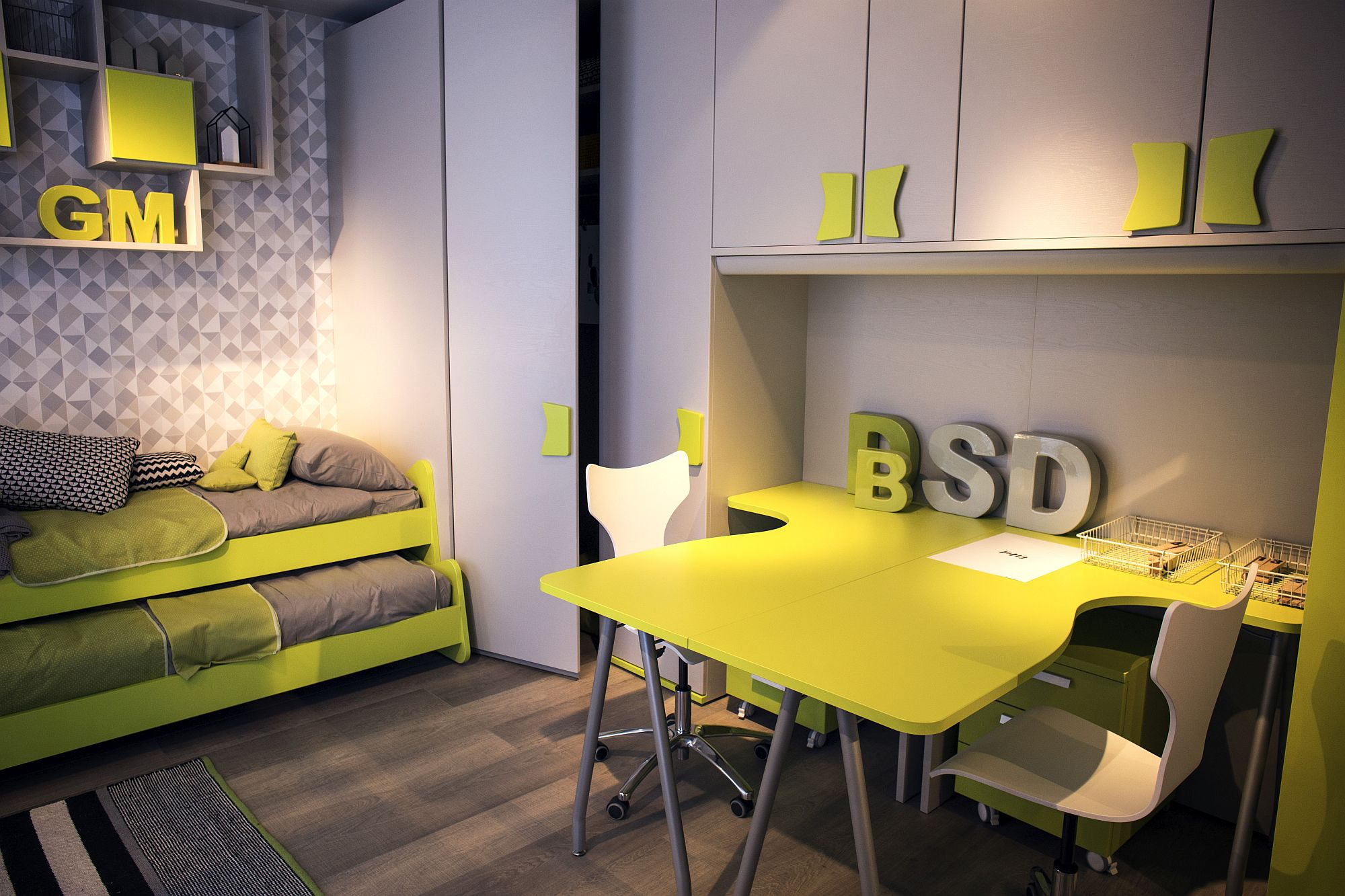 Smart-twin-workstation-idea-for-the-shared-kids-room