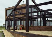 Stuctural-metal-beams-create-a-support-for-the-outdoor-courtyard-217x155