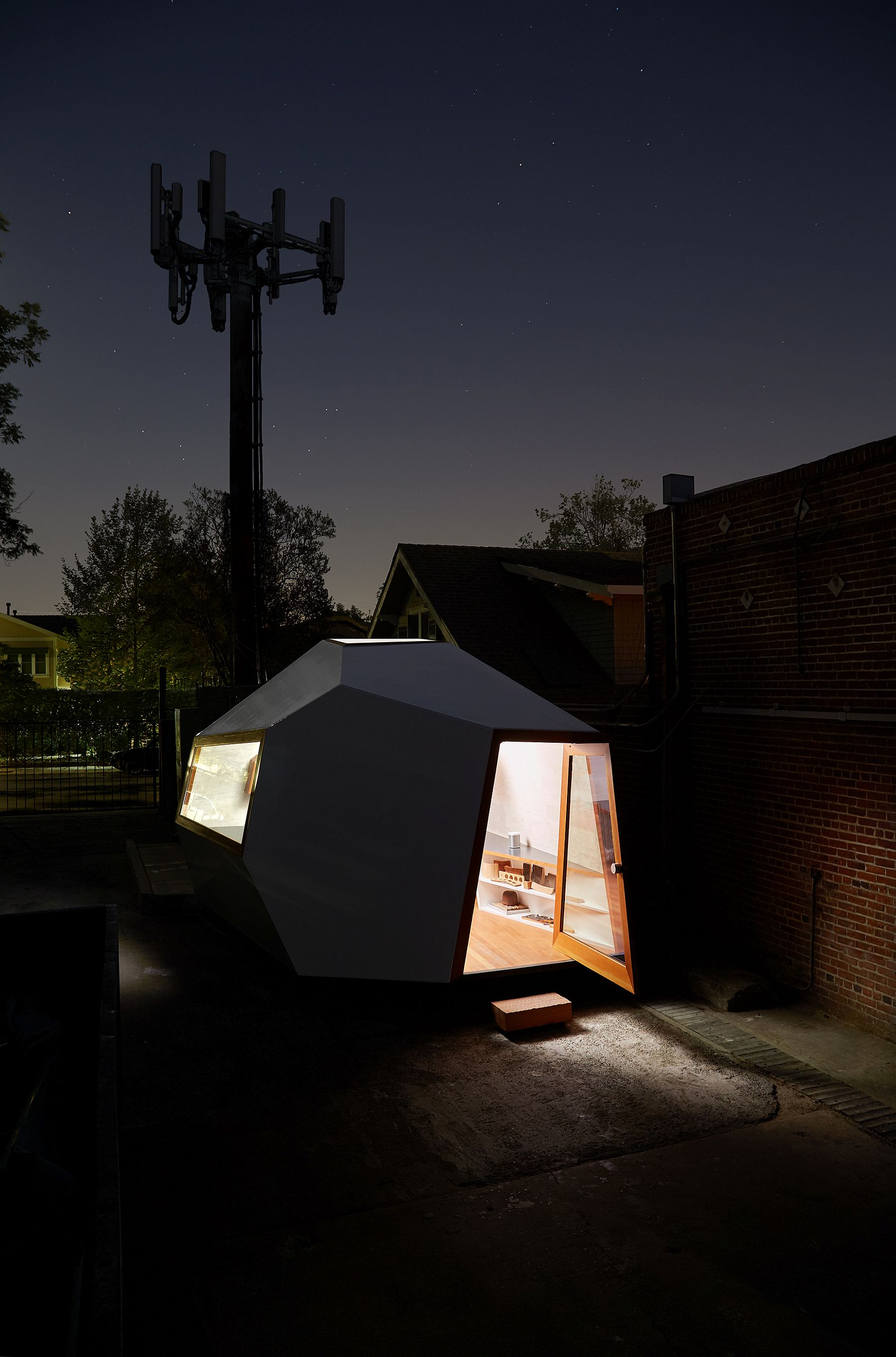 Stunning and innovative small sustainable deisgn structure that beats mundane homes!