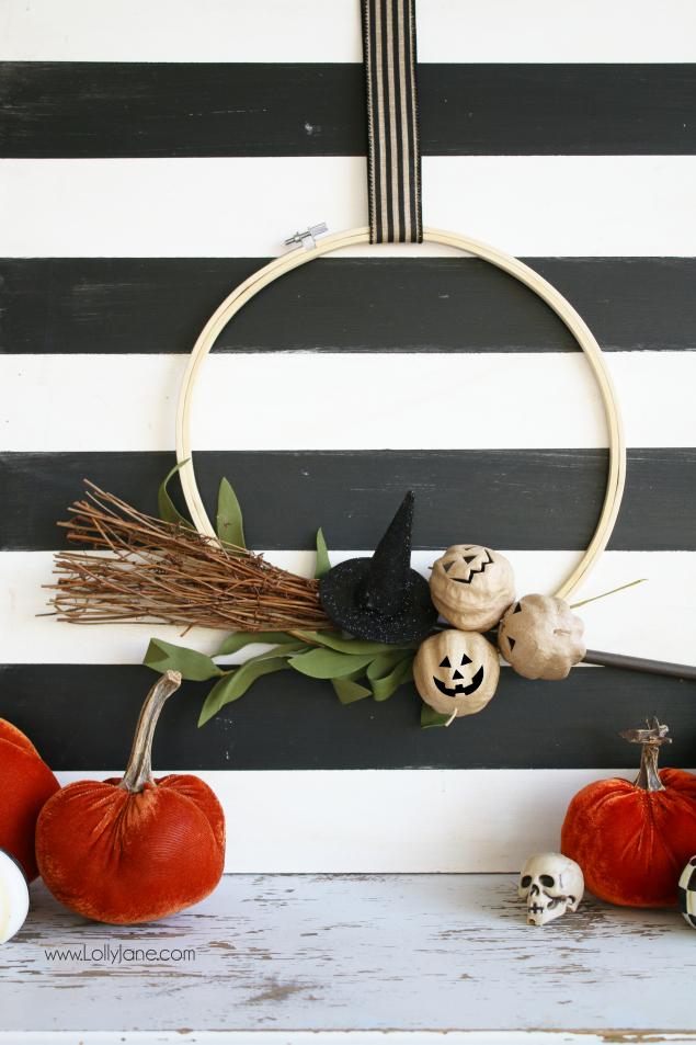Super easy Halloween embroidery hoop wreath DIY