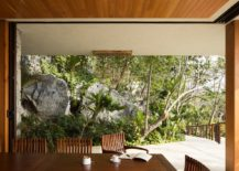 Sweeping-living-area-combines-with-the-outdoors-effortlessly-217x155