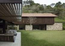 Sweeping-twin-level-modern-home-in-Brazil-with-a-flowing-indoor-outdoor-interplay-217x155