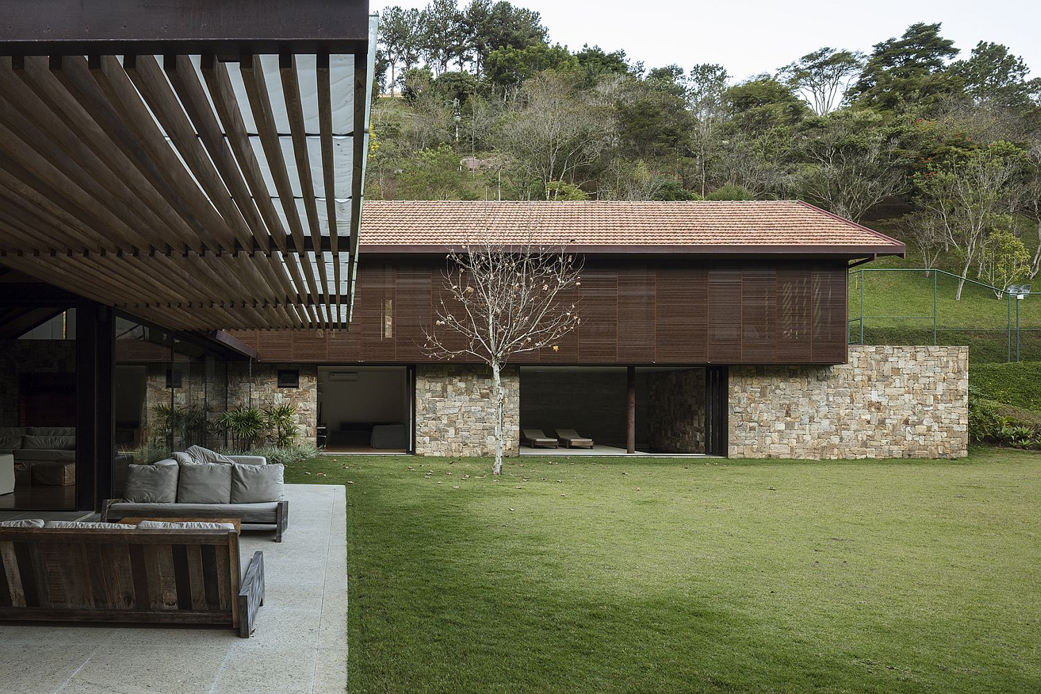 Sweeping twin level modern home in Brazil with a flowing indoor-outdoor interplay