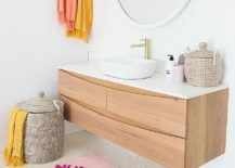 Use-simple-accents-to-add-color-to-the-neutral-bathroom-217x155