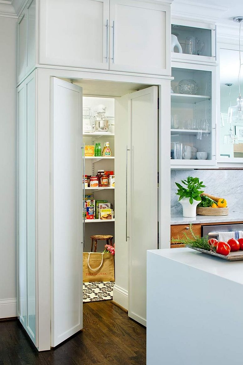 white pantry doors that blend in with kitchen cabinets