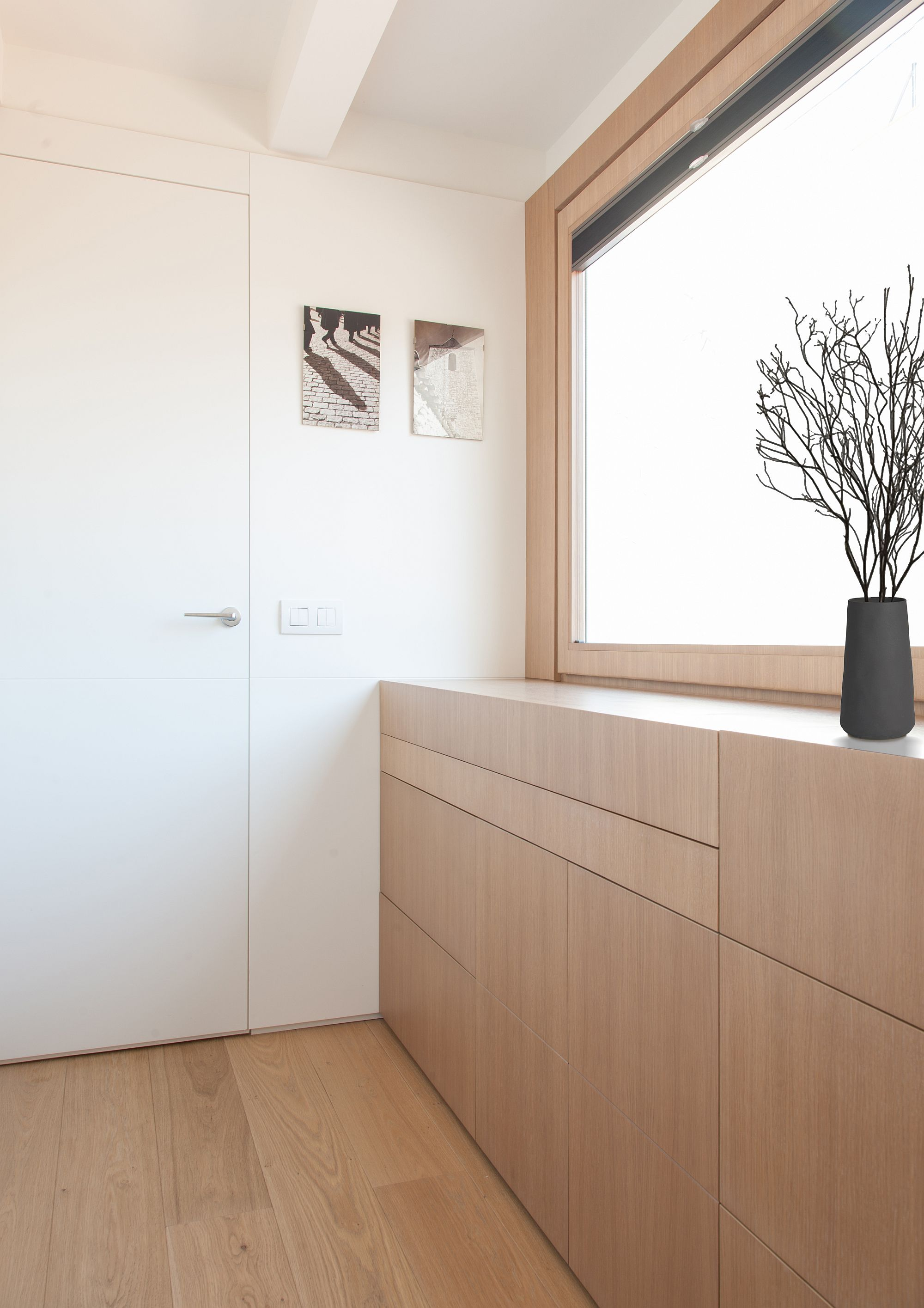 Work-desks-and-storage-units-can-all-be-concealed-with-ease