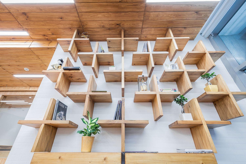 Closer look at the beautiful and minimal bookshelf