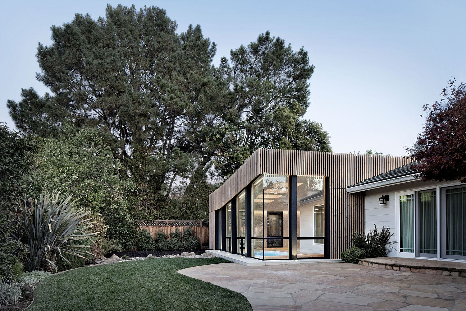 Contemporary Los Altos cabin sits snugly nest to the older home with different aesthetics