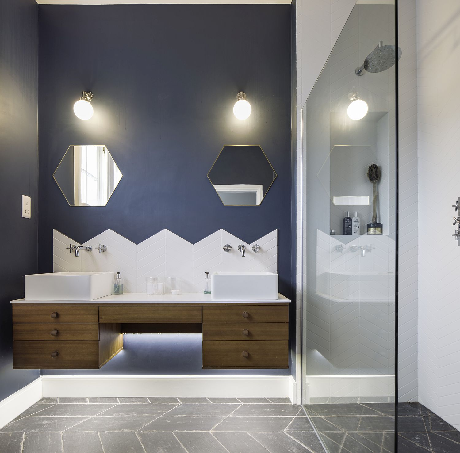 Contemporary bathroom in bluish-gray and white