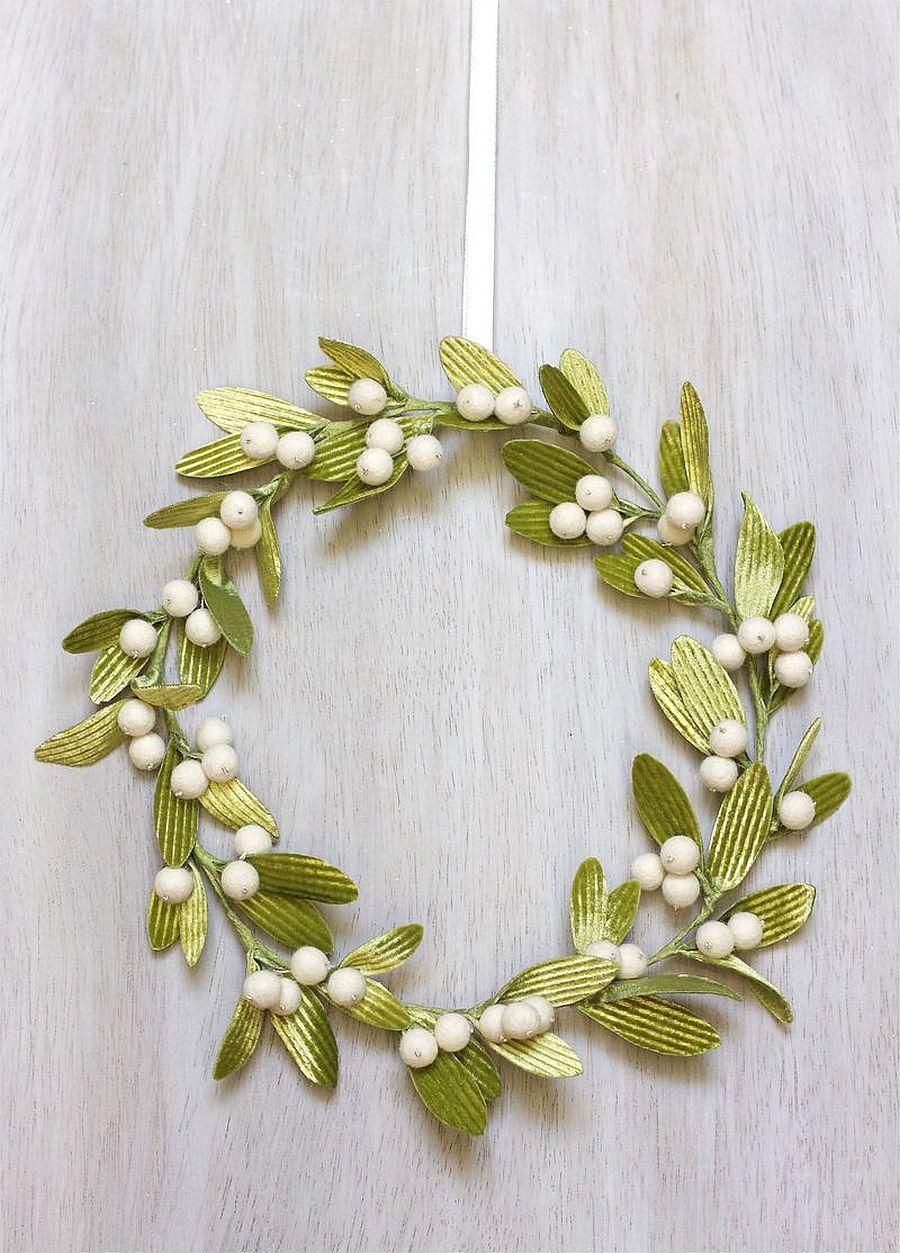 Delicate and smart velvet DIY mistletoe wreath