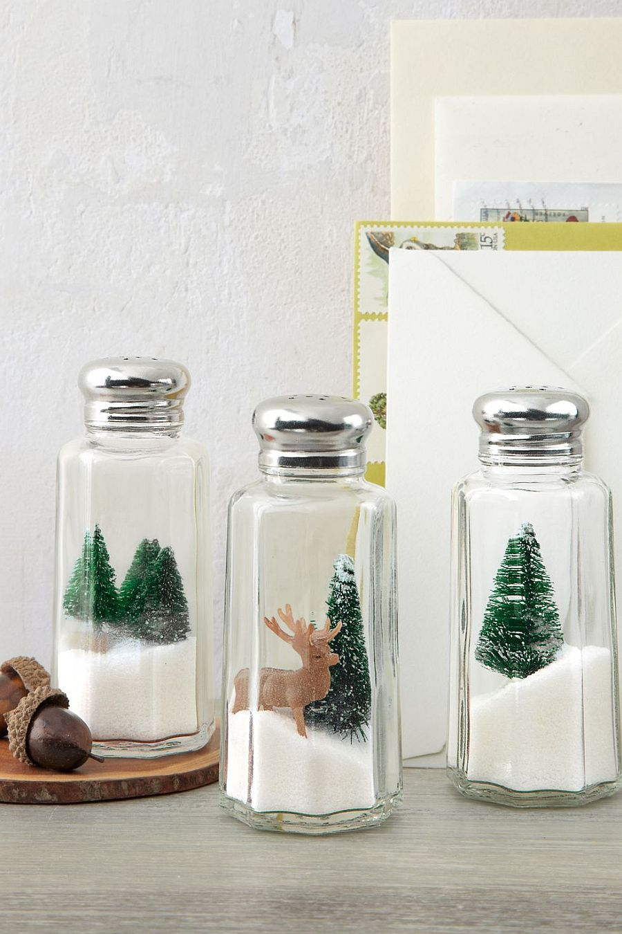 Easy-to-Craft Holiday Shakers Idea
