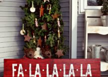 Gorgeous-vintage-Christmas-sign-in-red-DIY-217x155