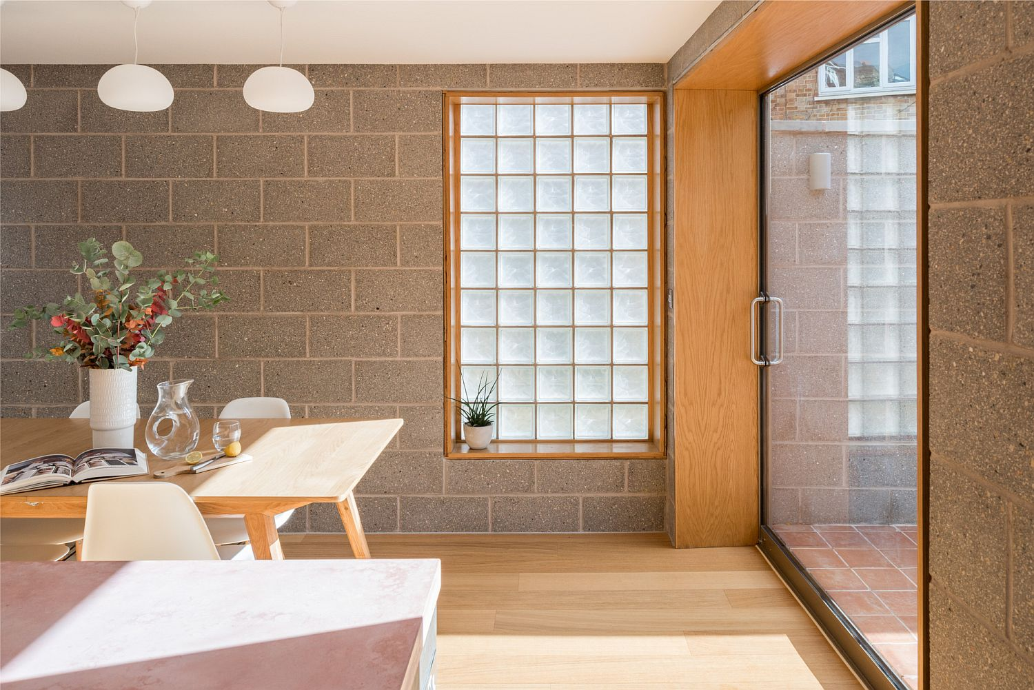 Gray cement blocks and sand blasted glass create a vivacious and bright interior