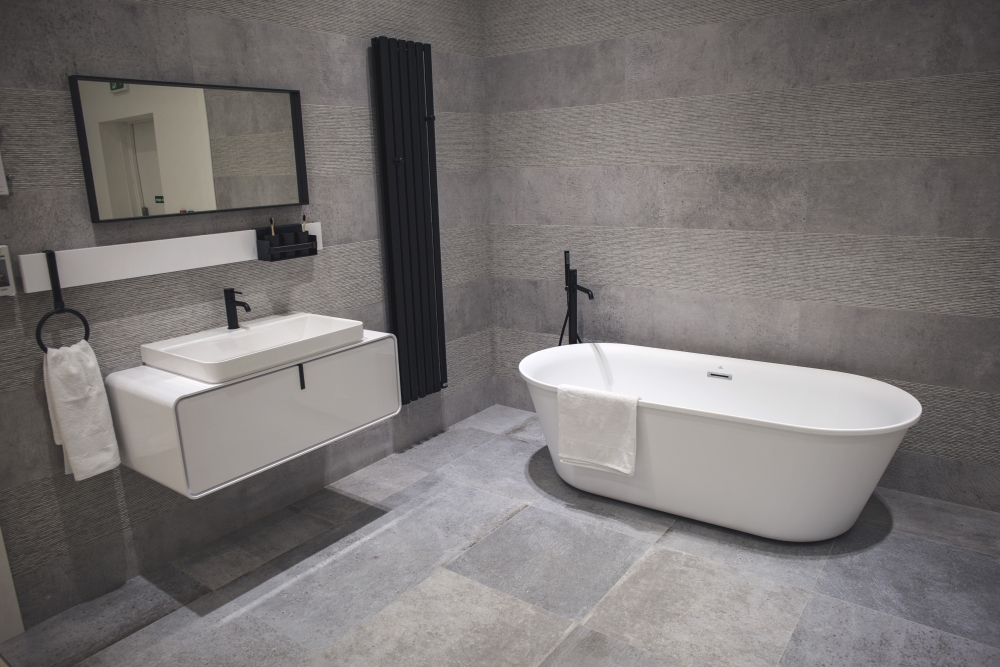 Grey bathroom walls and floor – Porcelanosa