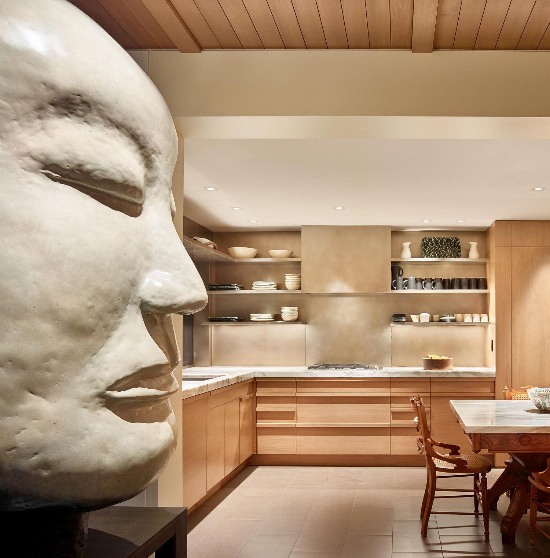 Iconic art work of artist Jun Kaneko takes center-stage inside the home