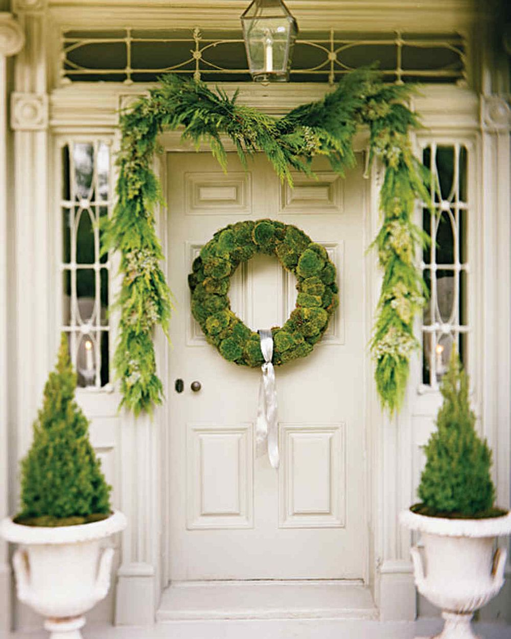 Make your own cushion moss wreath for a green Christmas