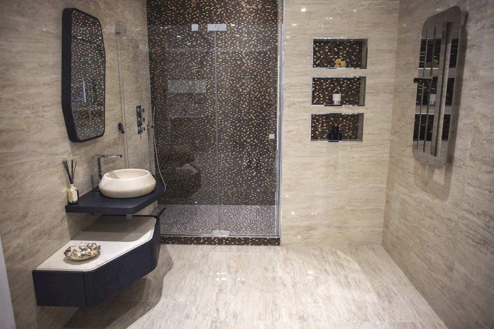 Natural stone bathroom with Glossy tiles by Porcelanosa