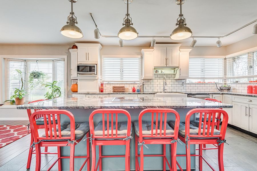 Pops of bright pink steal the spotlight in this fabulous modern farmhouse kitchen