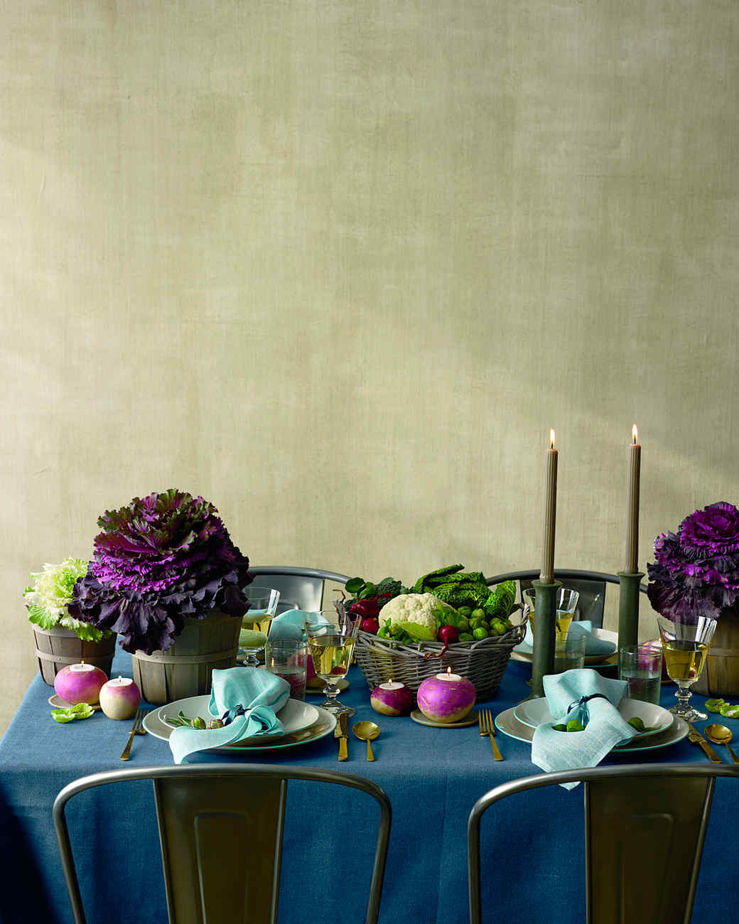 Simple and stylish Thanksgiving table setting idea