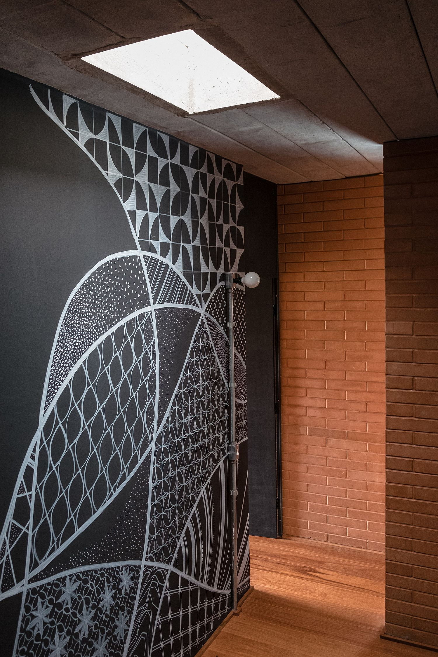 Skylight brings ventilation into the innovative Brazilian home