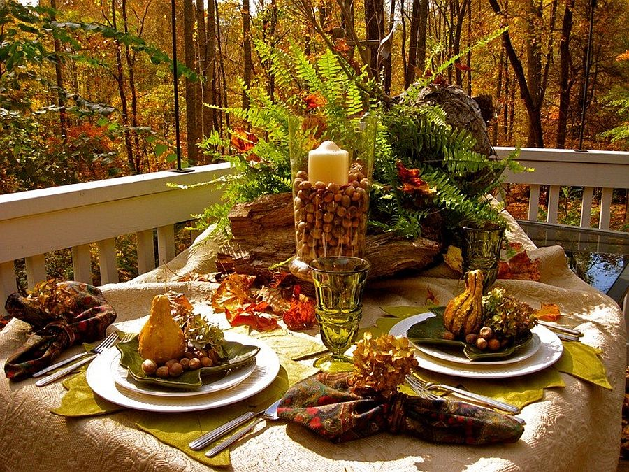 Small and amazing Thanksgiving table setting idea for the rustic porch