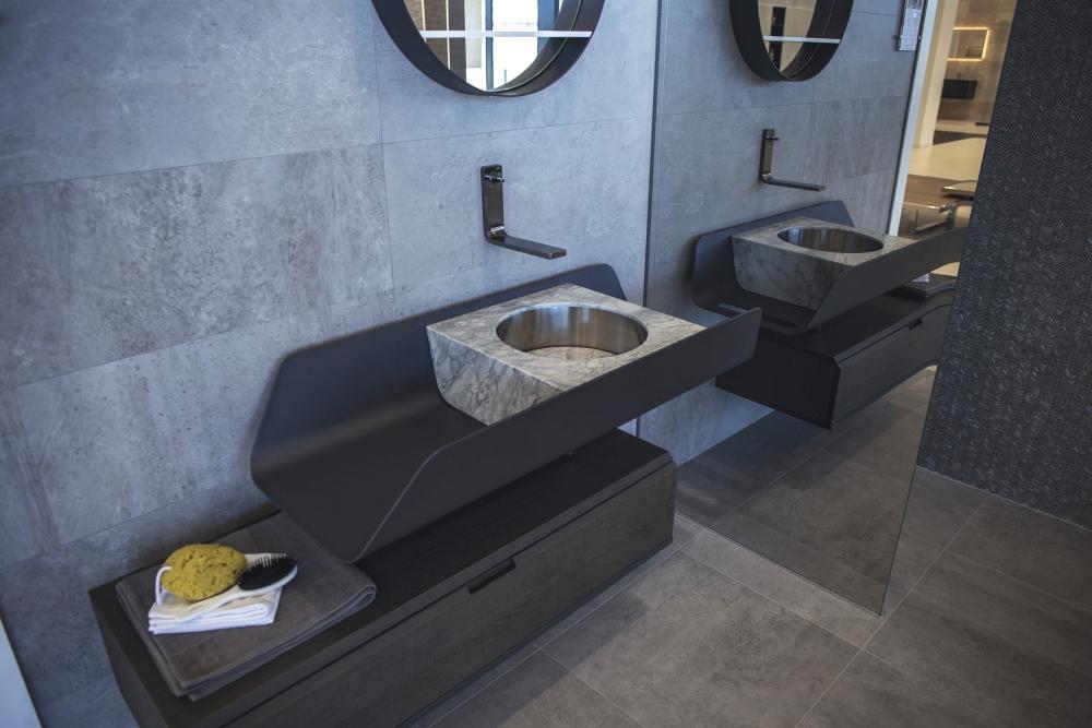 Stone like ceramic tiles with beautiful dark themed bathroom decor