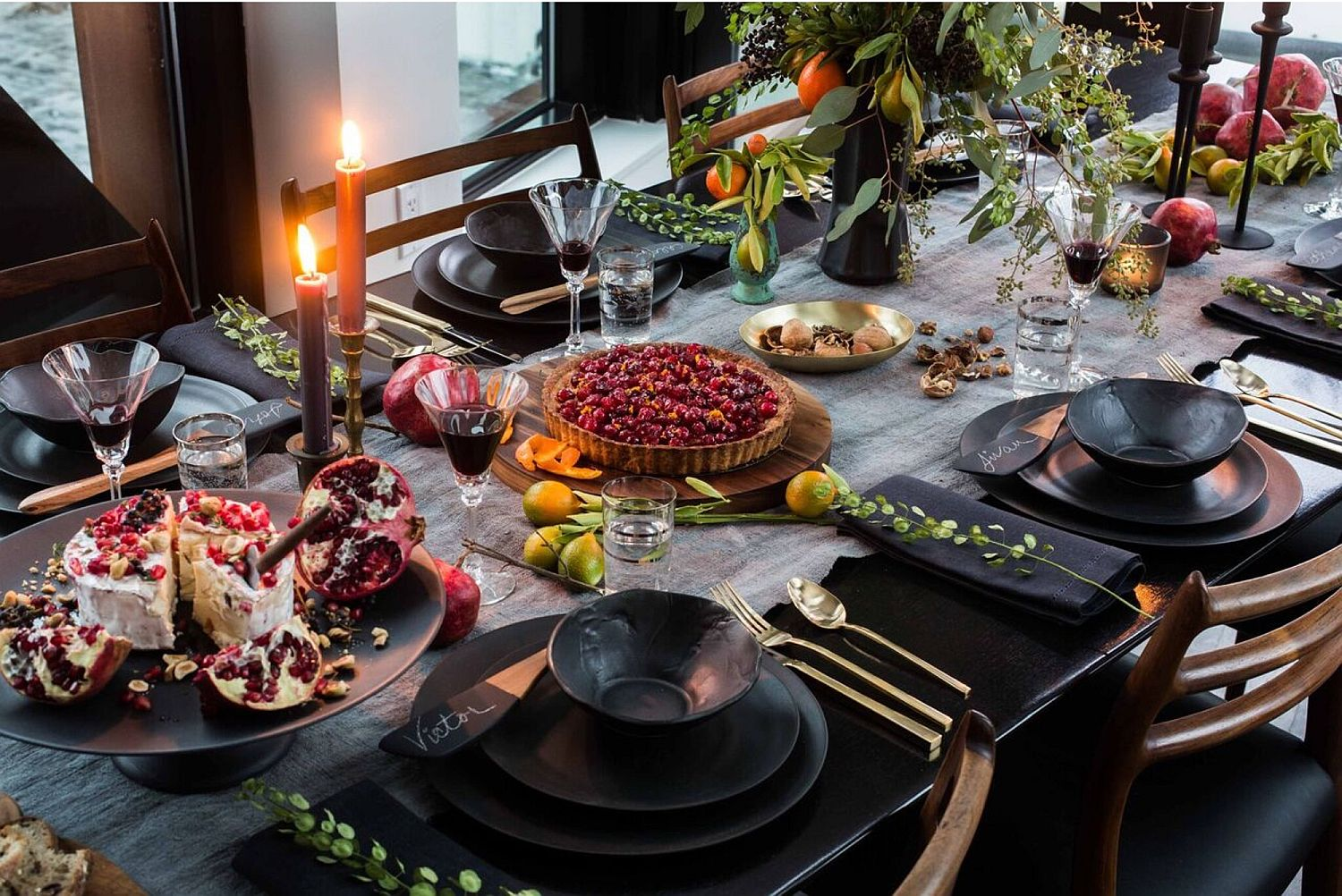 Thanksgiving table idea for those who love black!