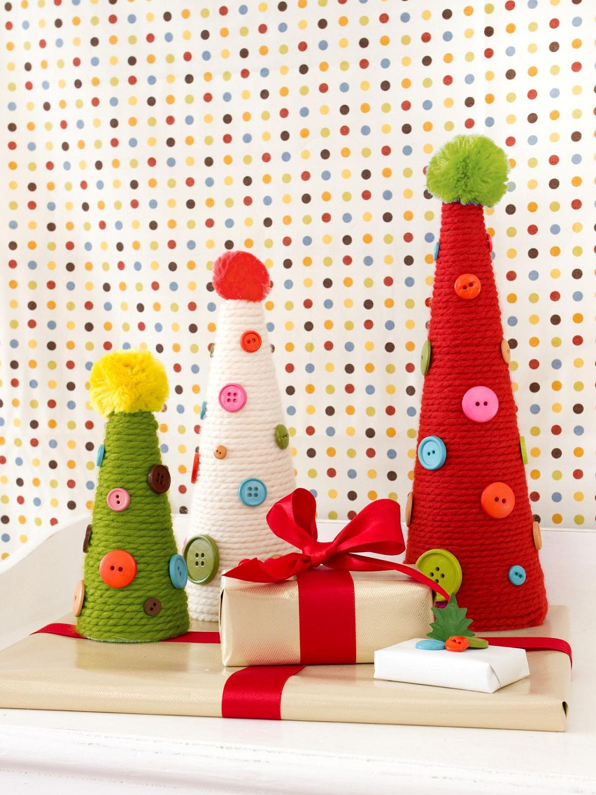 Yarn and button DIY Holiday Topiary