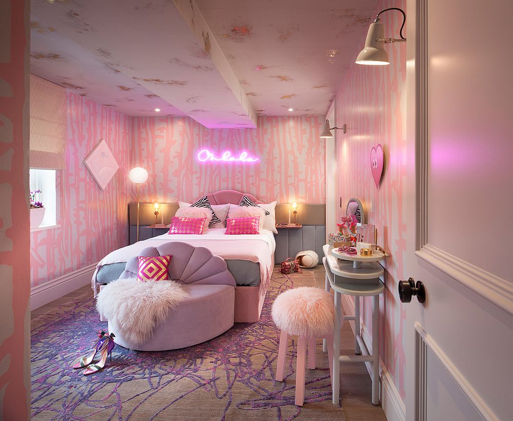 Awesome bedroom in pink and purple that makes you go Oh La La!