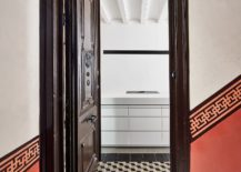 Classic-design-elements-of-the-apartment-combined-with-modern-aesthetics-217x155