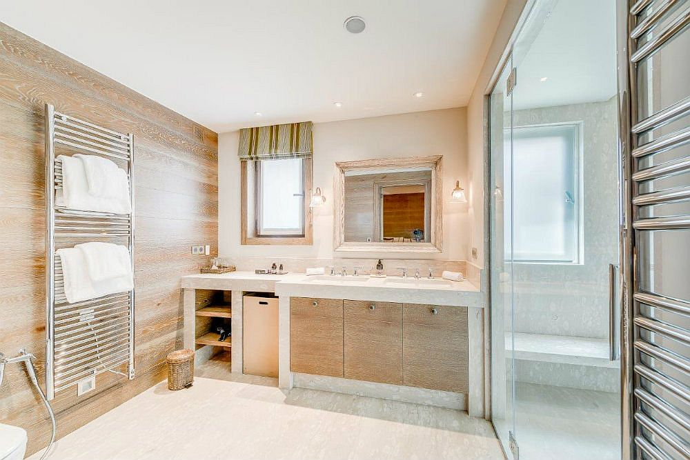 Cozy and modern bathroom with ample luxury