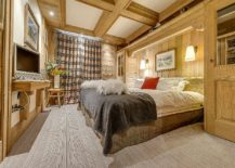 Cozy-and-modern-bedroom-of-chalet-Montana-in-the-French-Alps-217x155