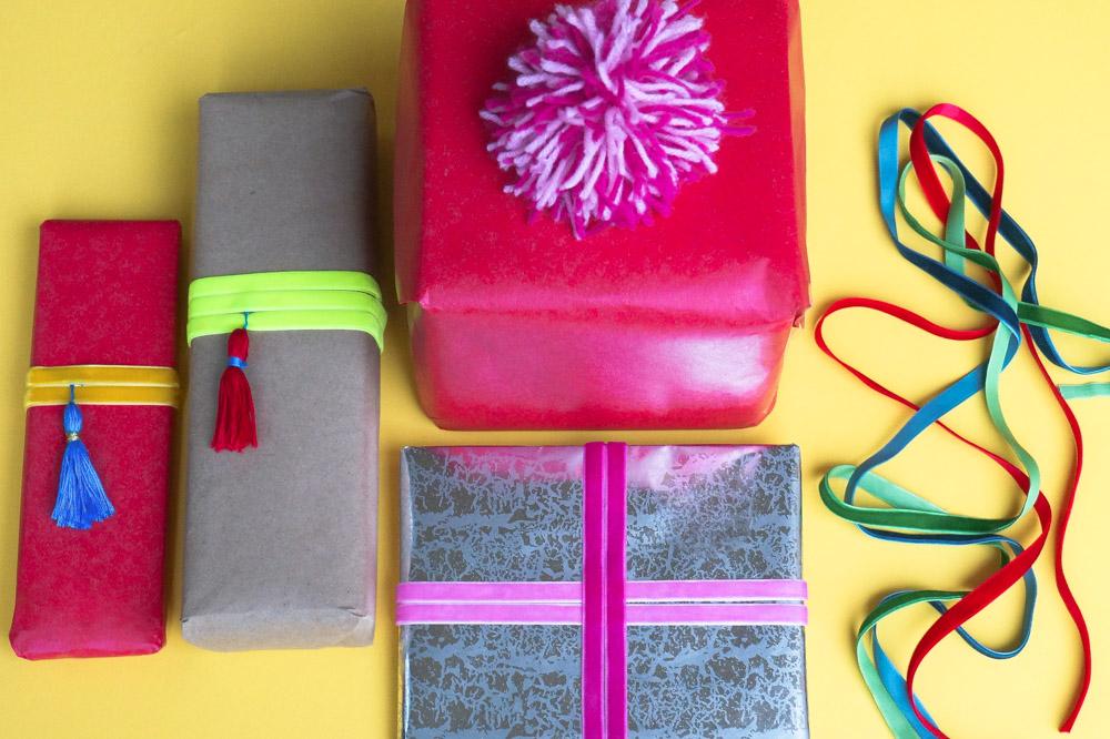 DIY gift wrap with velvet ribbon and tassels