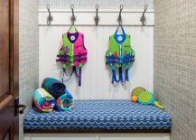 Grasscloth-wallpaper-for-the-tiny-mudroom-with-simple-seating-217x155
