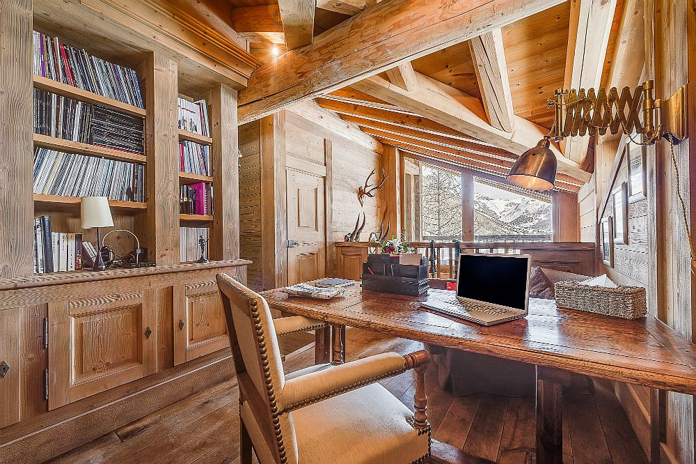 Home office inside the chalet for those who cannot miss work!