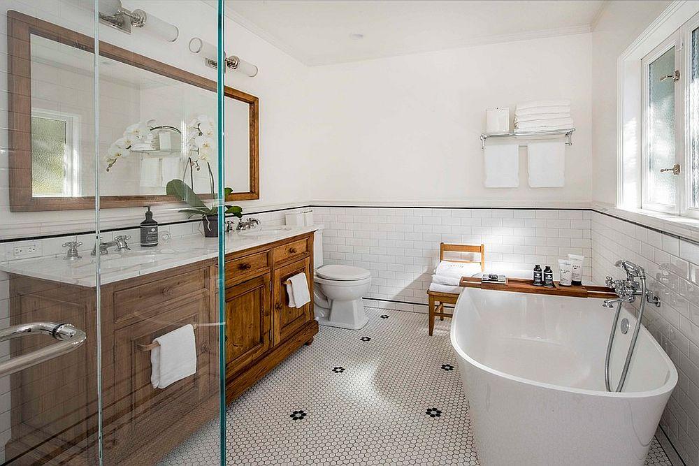 Modern-farmhouse-bathroom-in-wood-and-white