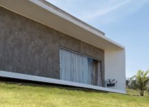 Modern-minimal-Brazilian-home-with-minimal-eco-footprint-217x155