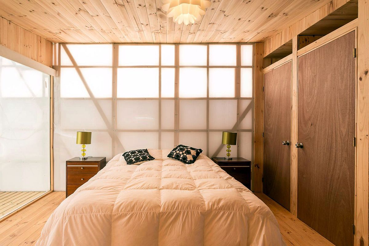 Polycarbonate panel brings filtered light into the bedroom