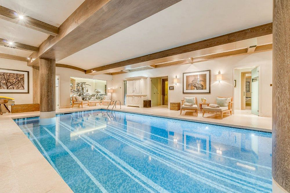 Relax and rejuvinate at the stunning Shemshak chalet in Courchevel 1850