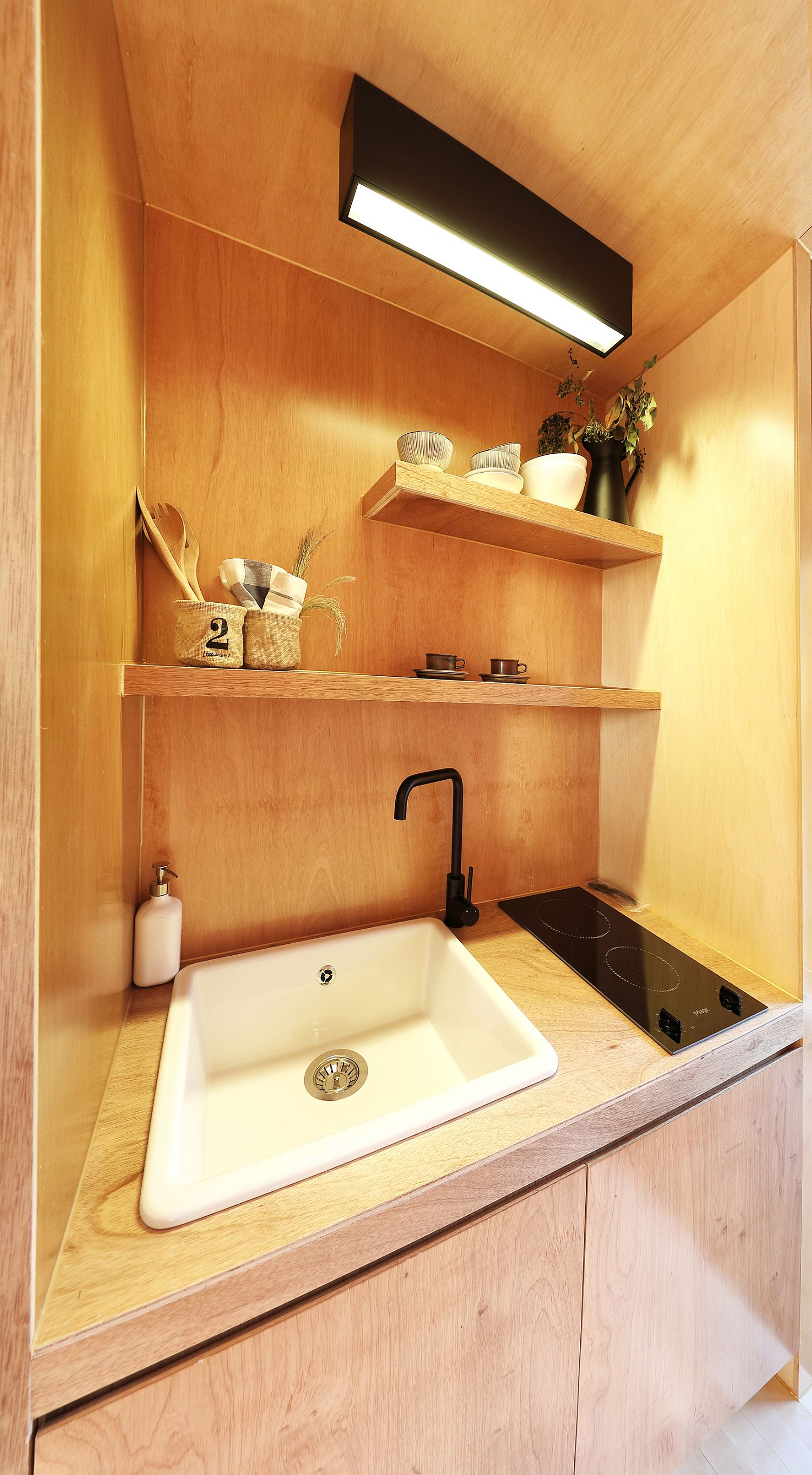 Sink-kitchen-workstation-and-smart-cabinets-placed-carefully-to-create-a-functional-kitchen