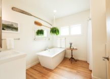 Small-contemporary-bathroom-in-wood-and-white-217x155