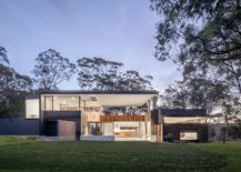 Smart-and-modern-Aussie-home-overlooks-the-bushland-and-the-distant-coastline-217x155