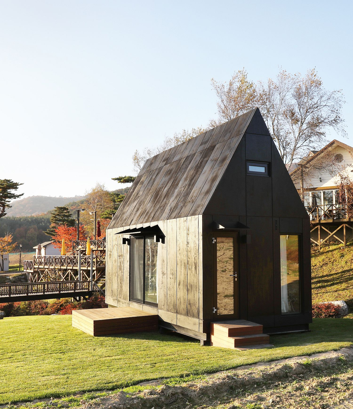 Space-savvy and eco-freindly tiny cabin design