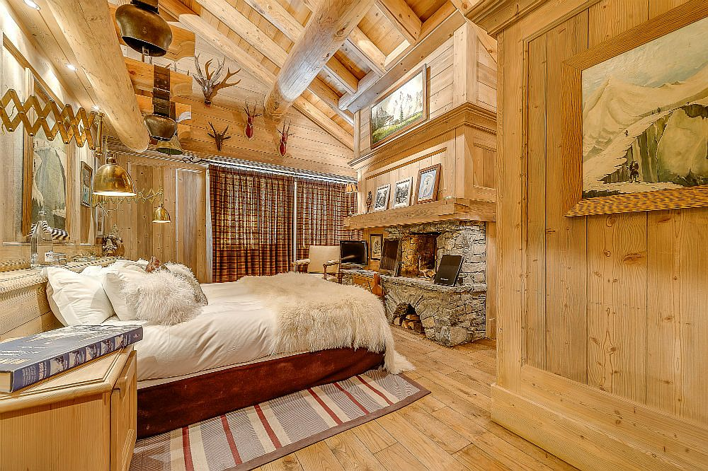 Spacious and beautiful master bedroom of the chalet with private access