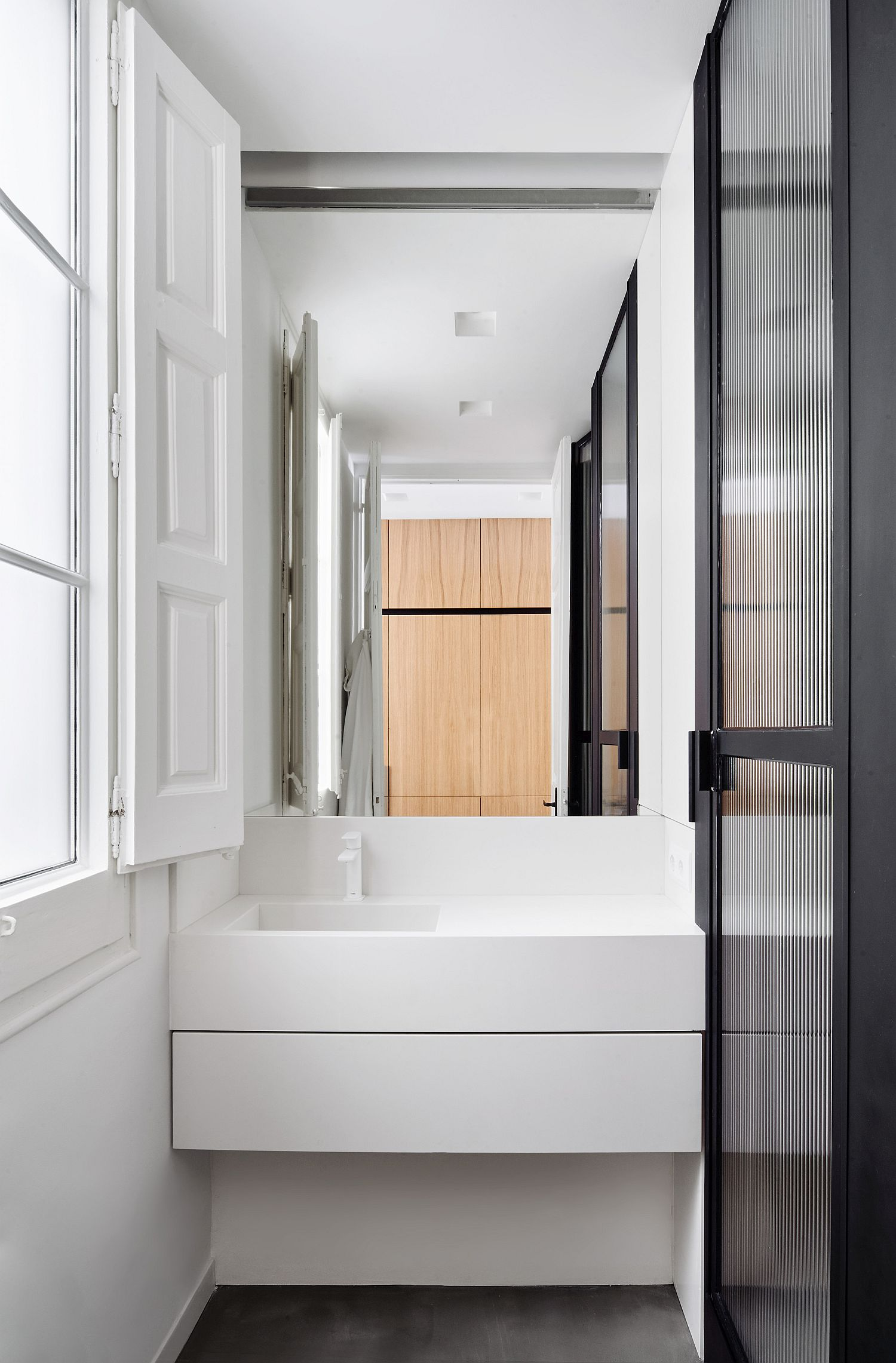 Ultra-tiny-contemporary-bathroom-in-white-with-wooden-accents